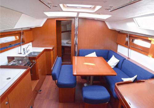 Rent-Beneteau-Oceanis-43-tallinn-yacht-rent-jahi-rent-аренда-яхт-таллинн
