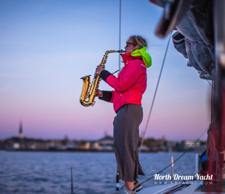 birthday-yacht-tallinn-sailing-what-to-do-saxophon